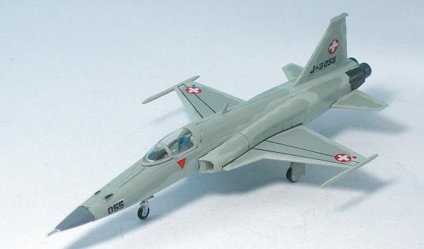 军事 飞机 airplanes  brand :f-toys period :modern scale :1/144